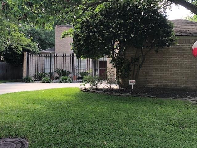 2103 Cherry Bend Drive, Houston, TX 77077 (MLS #14782415) :: Texas Home Shop Realty