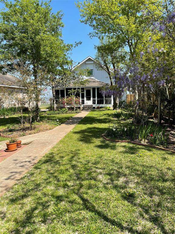 4709 W Bayshore Drive, Bacliff, TX 77518 (MLS #15101354) :: The Queen Team