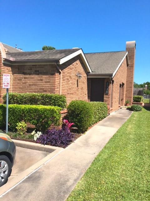 2330 Fairwind Drive, Houston, TX 77062 (MLS #15338282) :: Team Parodi at Realty Associates