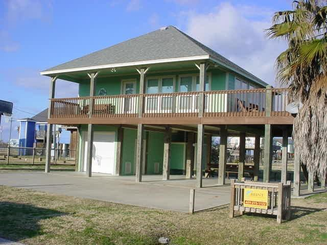 970 Olive, Crystal Beach, TX 77650 (MLS #15879934) :: Texas Home Shop Realty