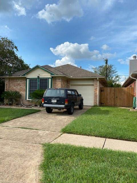 713 Prairie Lane Street, Angleton, TX 77515 (MLS #16282280) :: The Freund Group