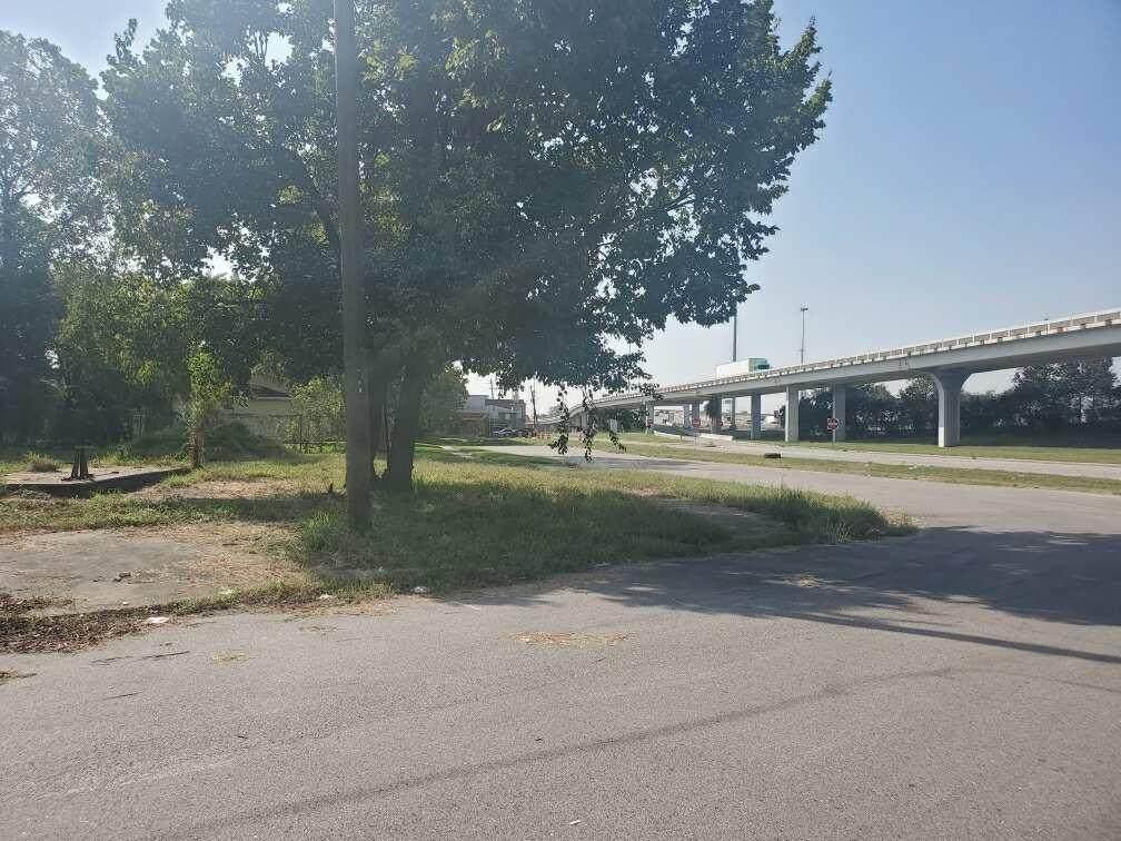 00 Us 59 N Eastex Freeway - Photo 1