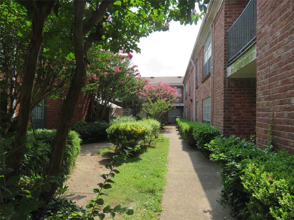 9201 Clarewood Drive - Photo 1
