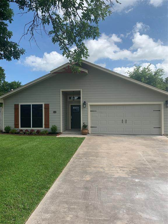 1220 Fairground Road, Angleton, TX 77515 (MLS #18046423) :: The Sansone Group