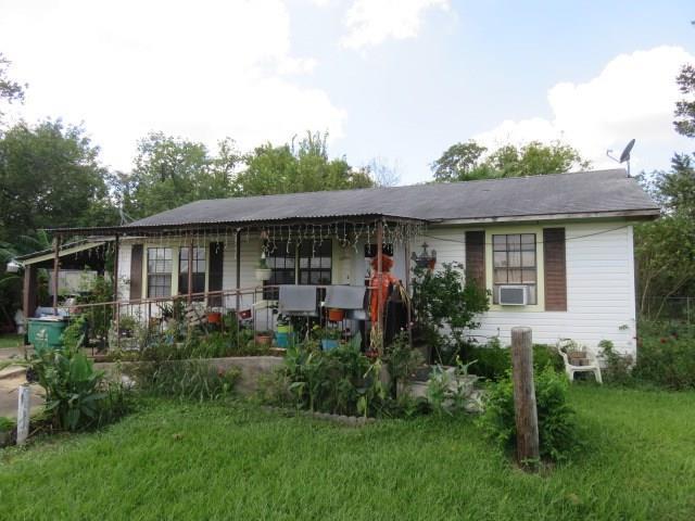 702 Wright Street, El Campo, TX 77437 (MLS #18801854) :: Magnolia Realty