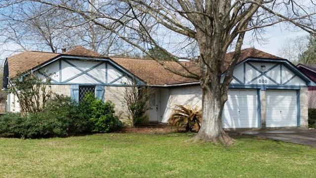 809 N Plantation Drive, Angleton, TX 77515 (MLS #20201047) :: Giorgi Real Estate Group