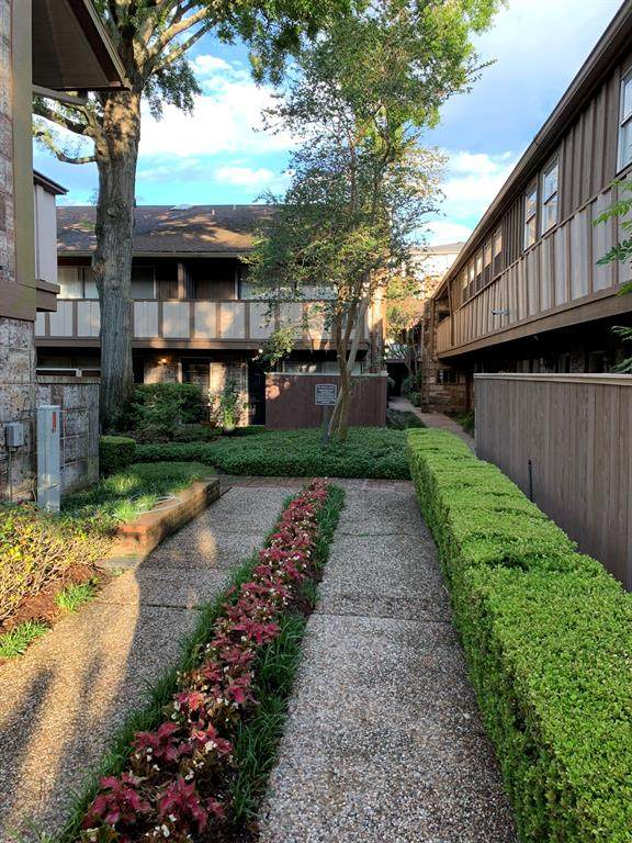2574 Marilee Lane #2, Houston, TX 77057 (MLS #20531320) :: Michele Harmon Team