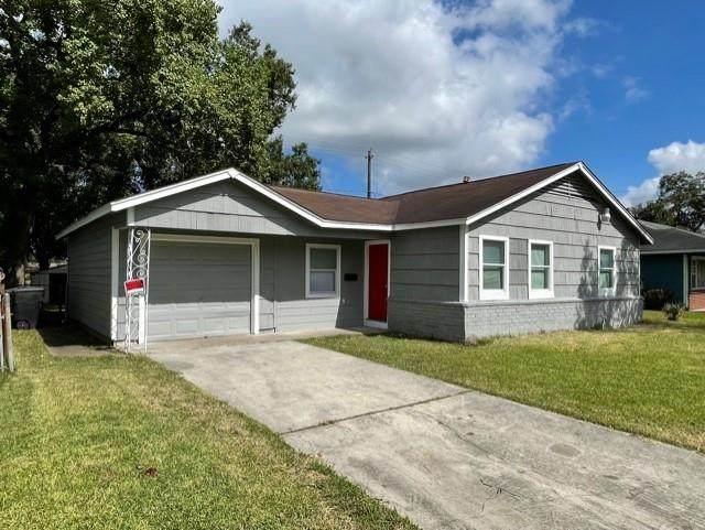 5835 Doulton Drive, Houston, TX 77033 (MLS #20927820) :: The Sansone Group