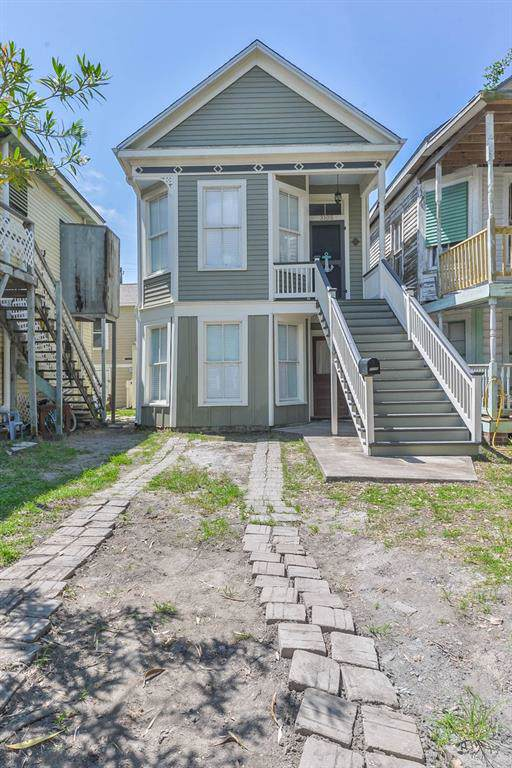 3105 Avenue M 1/2, Galveston, TX 77550 (MLS #21351970) :: The Jill Smith Team