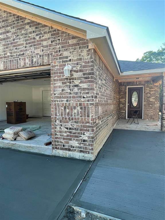 810 Mossey Drive, La Porte, TX 77571 (MLS #21530251) :: The Bly Team