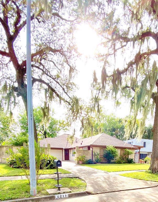 6211 Lonesome Bayou Lane, Houston, TX 77088 (MLS #21973779) :: Ellison Real Estate Team