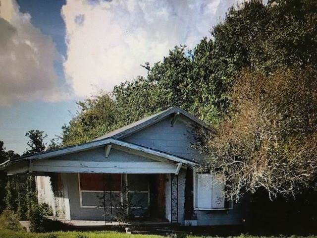 2701 13th Street, Port Arthur, TX 77640 (MLS #22385396) :: Guevara Backman