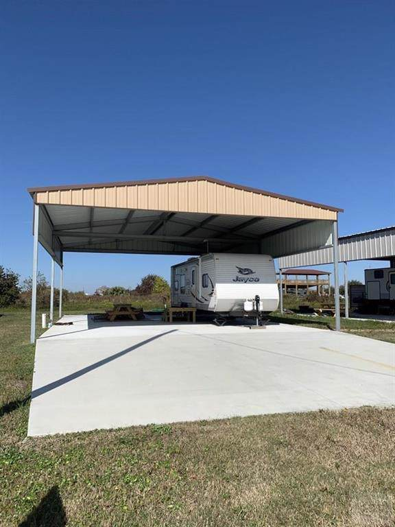 1809 Honeysuckle, Crystal Beach, TX 77650 (MLS #2289301) :: Texas Home Shop Realty