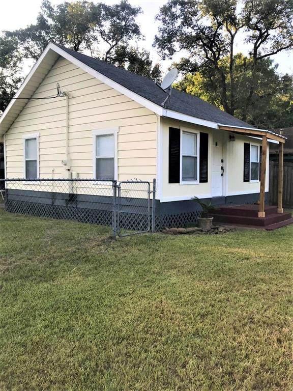 903 N Valderas Street, Angleton, TX 77515 (MLS #23155351) :: Christy Buck Team