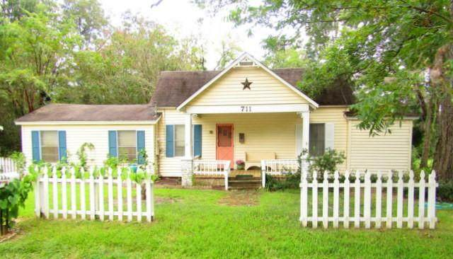 711 E Terrell Avenue, Crockett, TX 75835 (MLS #23873488) :: The Home Branch