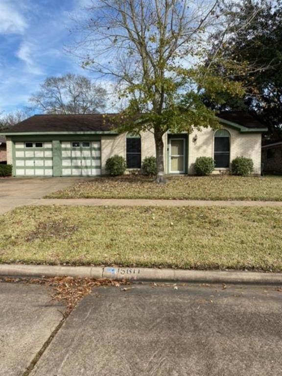 15611 La Casa Lane, Houston, TX 77062 (MLS #24456297) :: The Freund Group