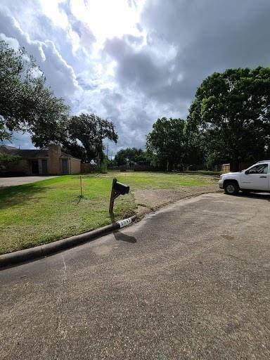 2047 Briarlee Drive, Houston, TX 77077 (MLS #24541824) :: Connect Realty