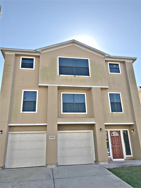 13135 N Bellaire Estates Drive, Houston, TX 77072 (MLS #25778962) :: Glenn Allen Properties
