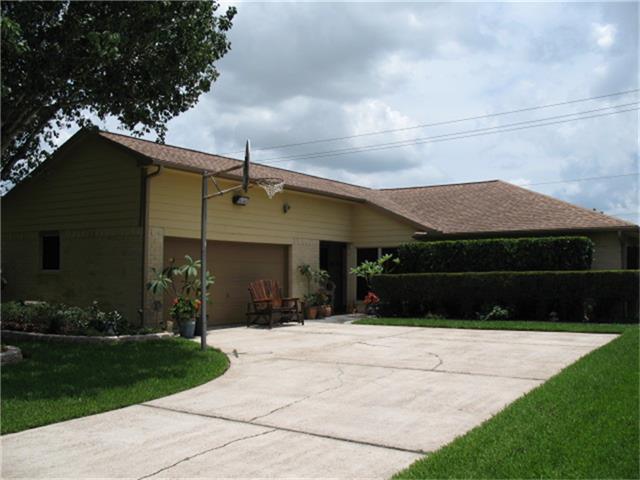 3607 Roseberry Drive, La Porte, TX 77571 (MLS #26058254) :: Christy Buck Team