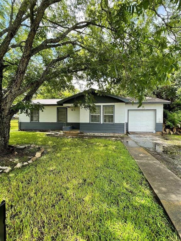 305 W Canal Street, Markham, TX 77456 (MLS #26838933) :: Texas Home Shop Realty