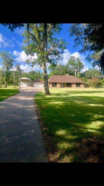 279 Westwood Road, Angleton, TX 77515 (MLS #26955028) :: The Queen Team