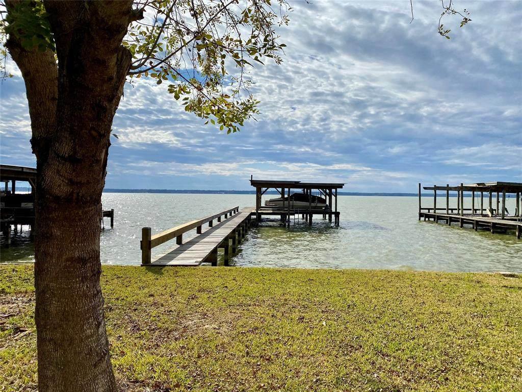 224 Lakeshore - Photo 1
