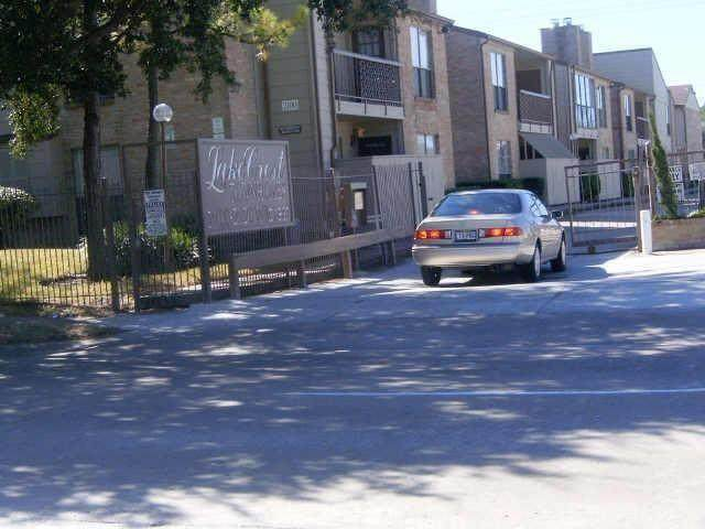 2100 Wilcrest Drive #228, Houston, TX 77042 (MLS #27797232) :: All Cities USA Realty