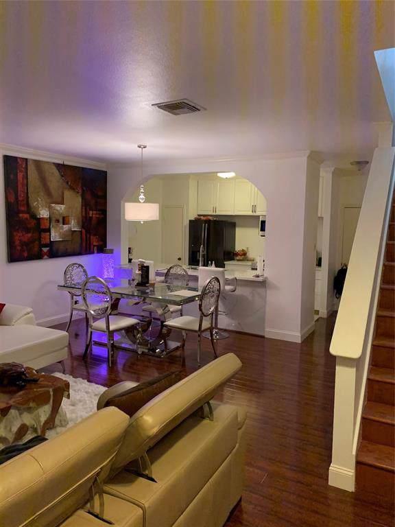 2842 Holly Hall Street, Houston, TX 77054 (MLS #28438310) :: Ellison Real Estate Team