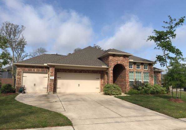 110 Forest Bend Court, Clute, TX 77531 (MLS #29118723) :: NewHomePrograms.com LLC
