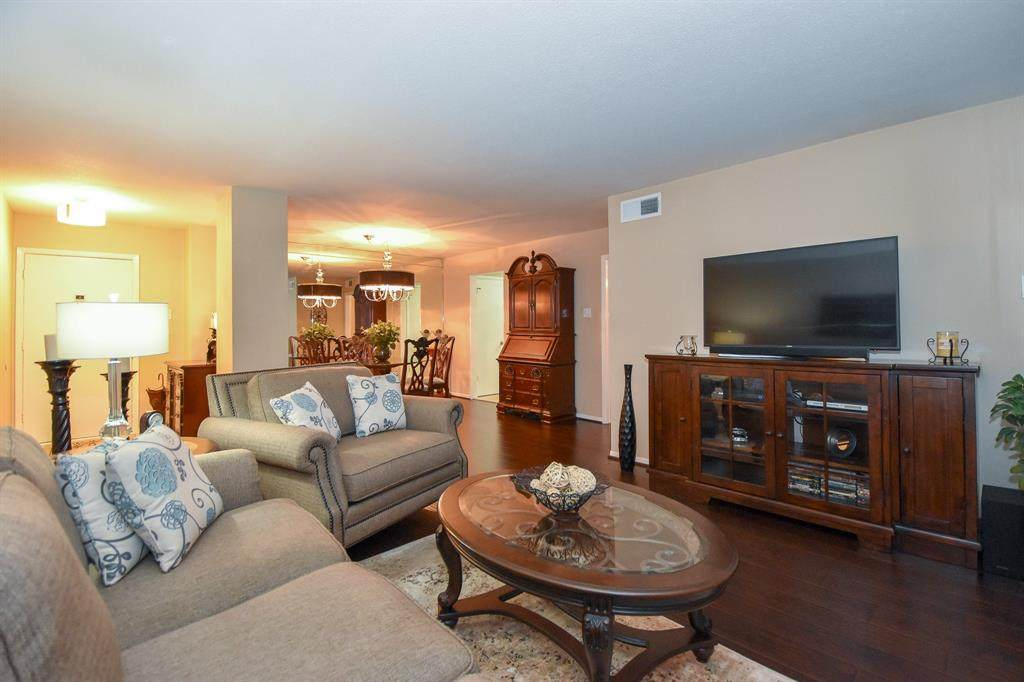 7575 Katy Freeway - Photo 1