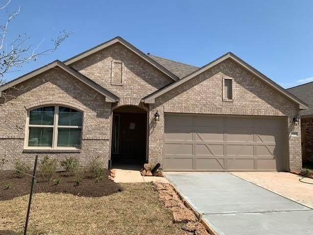 4301 E Bayou Maison Circle, Dickinson, TX 77539 (MLS #29357556) :: Caskey Realty