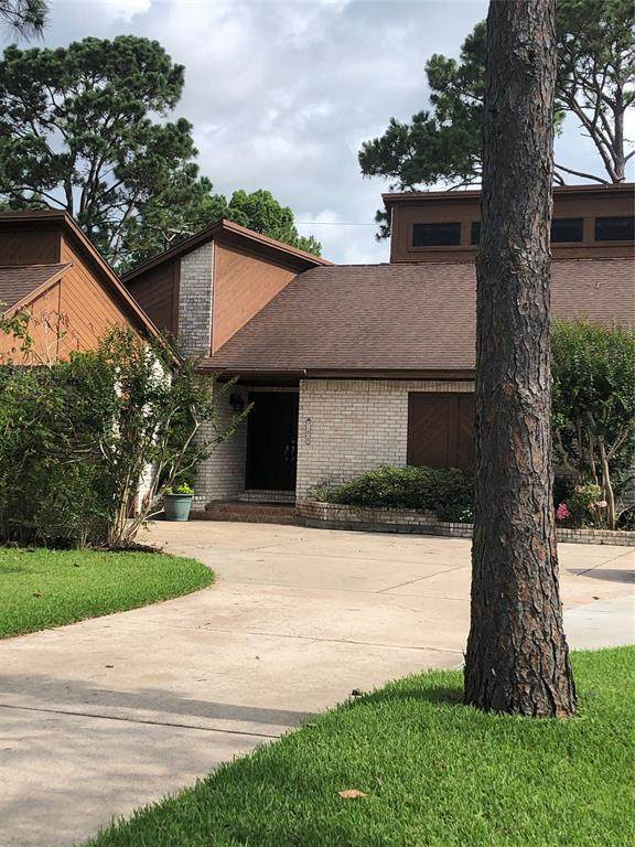 700 Bayou Crest Cir Circle, Dickinson, TX 77539 (MLS #29752711) :: Christy Buck Team