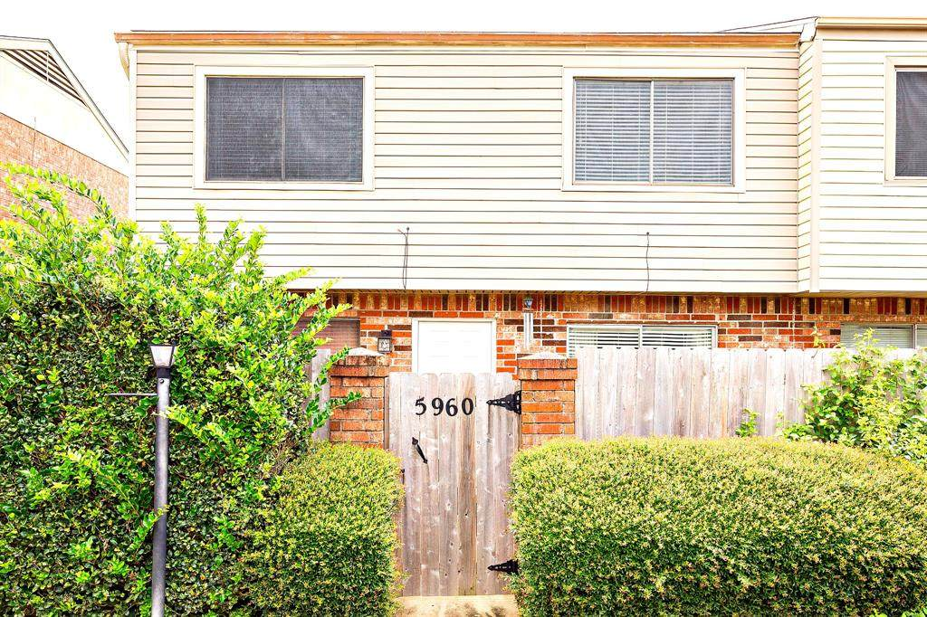 5960 Fairmeadow Street - Photo 1
