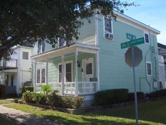 1301 14th Street, Galveston, TX 77550 (MLS #30278557) :: NewHomePrograms.com LLC