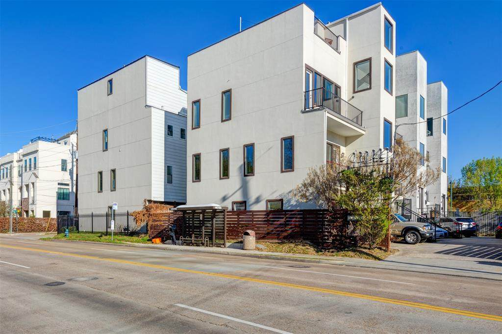 1124 Dallas Street - Photo 1