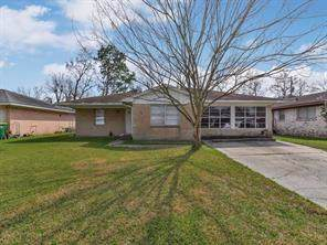 211 Pamela Drive, Baytown, TX 77521 (MLS #30414606) :: Texas Home Shop Realty