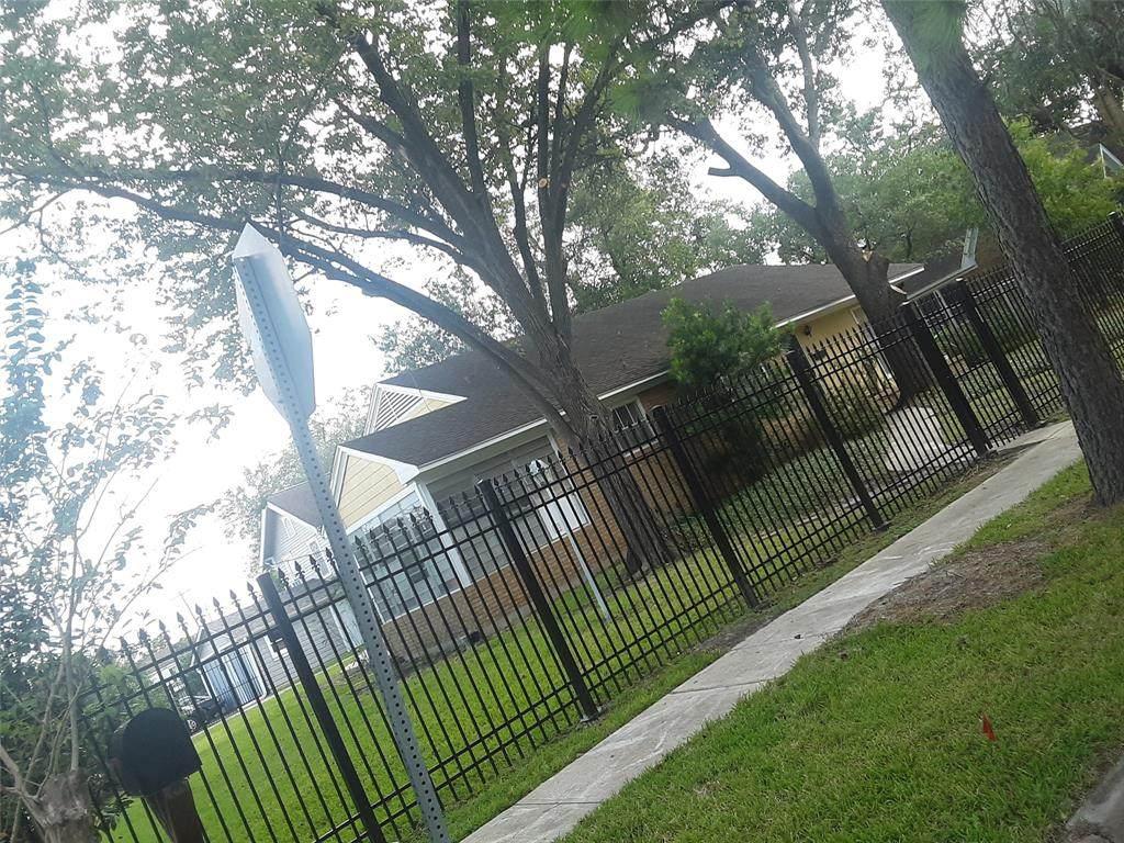 1403 Lawson Street - Photo 1
