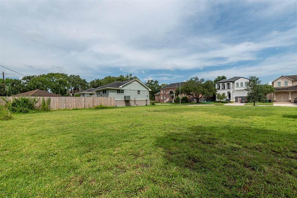4415 Meyerwood Drive - Photo 1