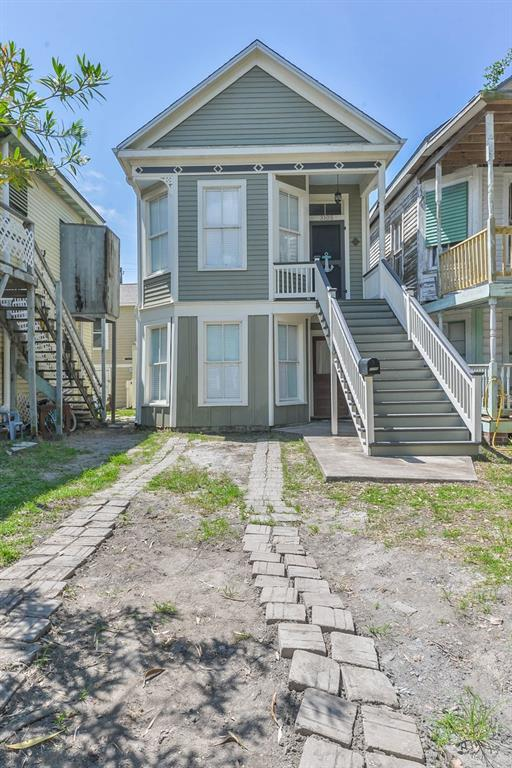 3105 Avenue M 1/2, Galveston, TX 77550 (MLS #32468471) :: The Parodi Team at Realty Associates