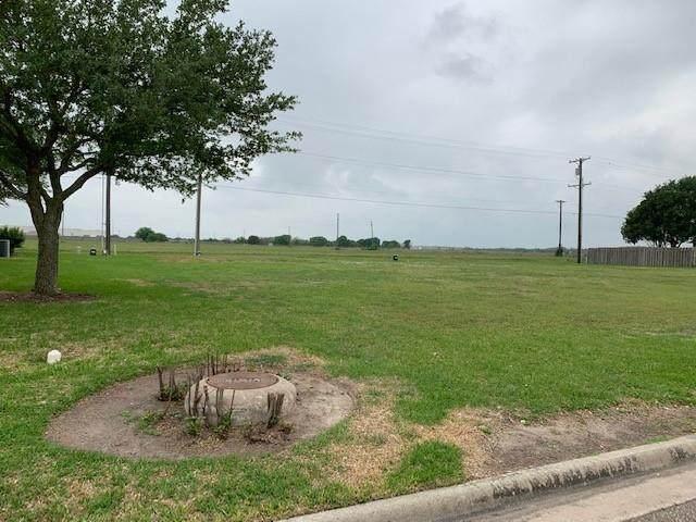 301 Sam Houston Drive, El Campo, TX 77437 (MLS #3378338) :: Michele Harmon Team