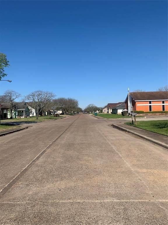 726 W 5th Street, Freeport, TX 77541 (MLS #34064025) :: Guevara Backman