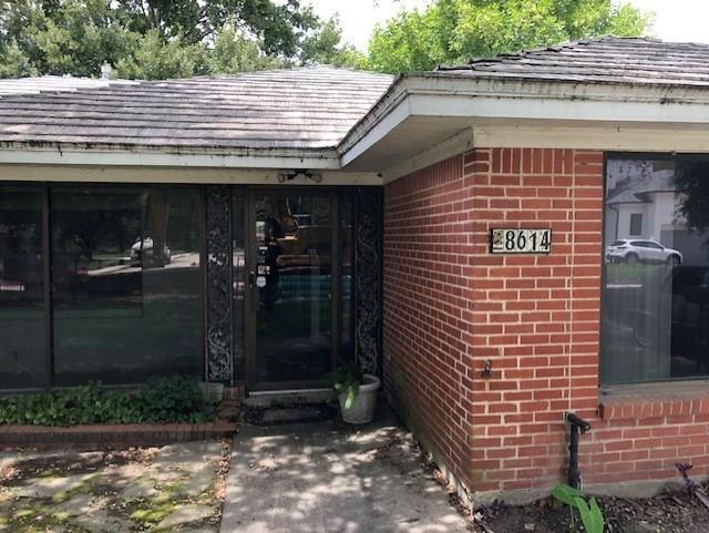 8614 Linkpass Lane, Houston, TX 77025 (MLS #34152145) :: The SOLD by George Team