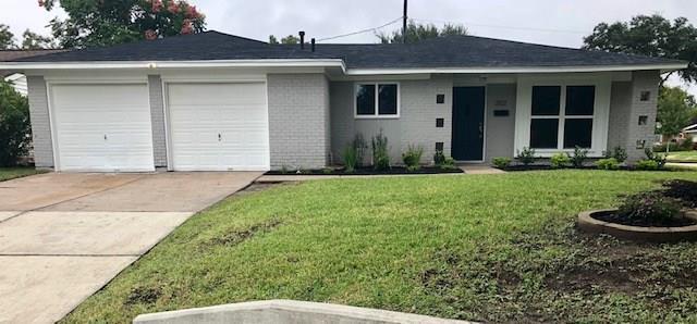 3702 Heatherbrook Drive, Houston, TX 77045 (MLS #34937805) :: Caskey Realty