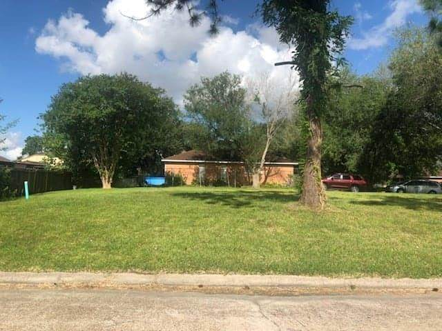 3401 Coachlight Lane, Baytown, TX 77521 (MLS #35081557) :: The SOLD by George Team