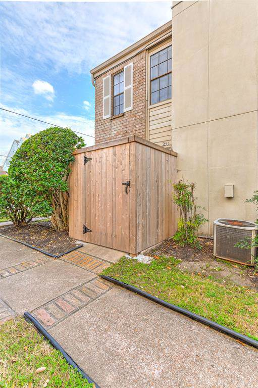 14600 Fonmeadow Drive #205, Houston, TX 77035 (MLS #35154007) :: The SOLD by George Team