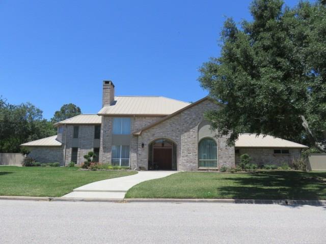 1206 Quail Hollow Drive, El Campo, TX 77437 (MLS #35275423) :: Magnolia Realty