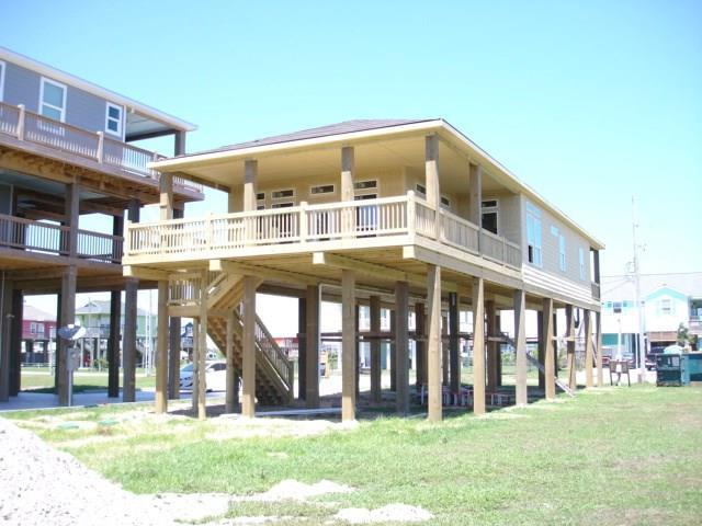 831 S Monkhouse Drive, Crystal Beach, TX 77650 (MLS #36230494) :: Caskey Realty