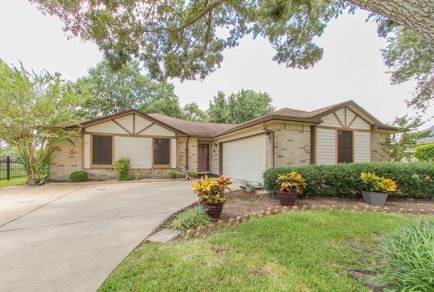 806 Thornwood Court, Pearland, TX 77584 (MLS #36593467) :: Texas Home Shop Realty