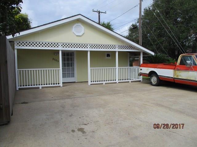 2005 Petersen Street, Palacios, TX 77465 (MLS #37053979) :: Texas Home Shop Realty