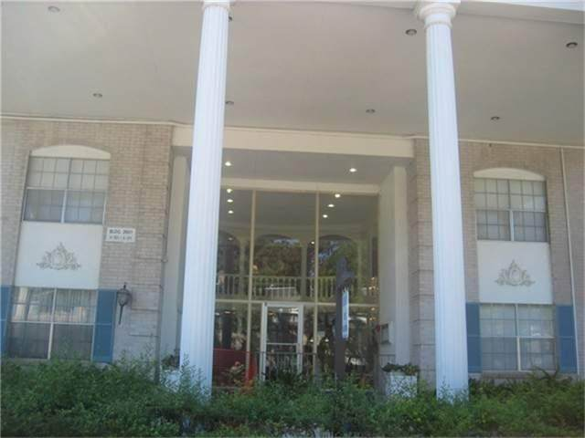 2601 Bellefontaine Street A302, Houston, TX 77025 (MLS #37163782) :: The SOLD by George Team